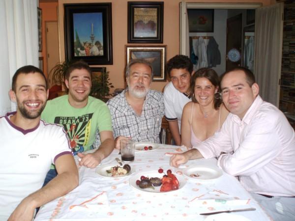 Gonzalo García Pelayos con sus cinco hijos