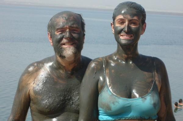 Gonzalo García Pelayo Con su hija Vanessa en el mar muerto