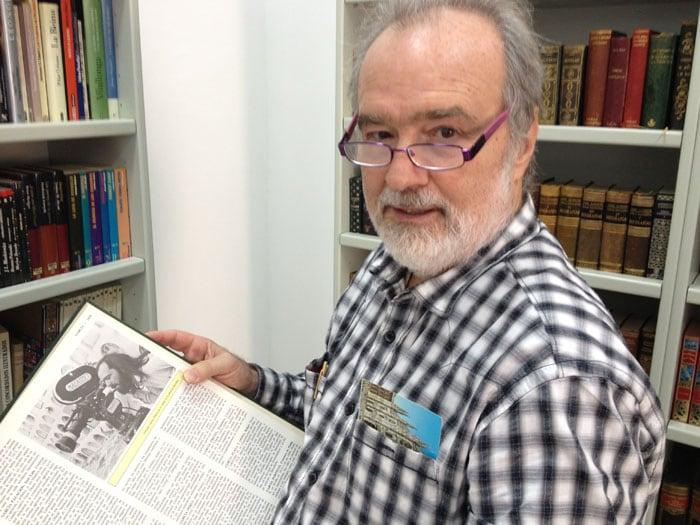 Gonzalo García Pelayo inauguración sala a nombre de su madre en la biblioteca de Chipiona